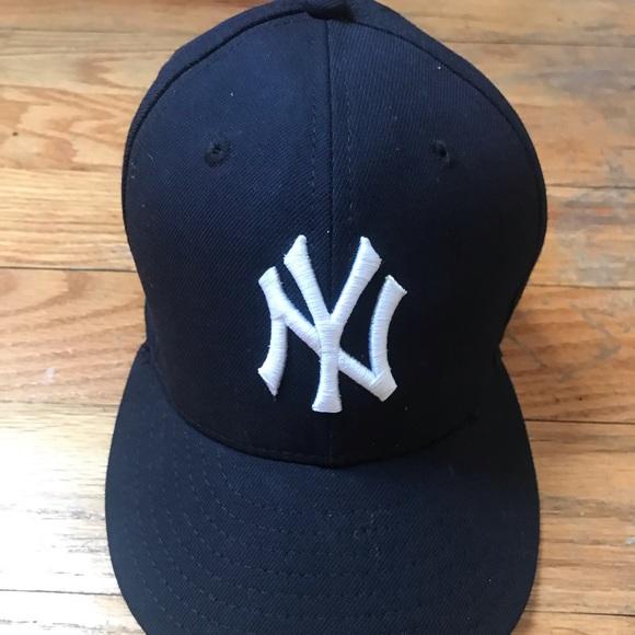 a9fd6f75f4ac2 New York Yankees New Era MoMA exclusive cap 7 3 8.  M 5c8ec154534ef982e89785ae